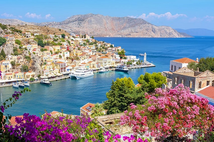 Why Is Greece Such a Popular Destination?